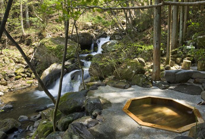 房間外可供私人租用的溫泉
